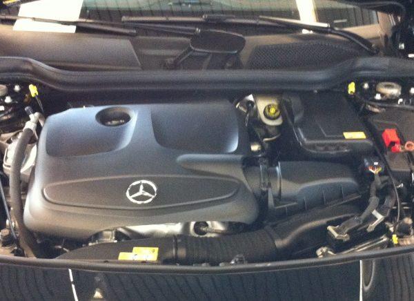 Motorraum von einem Mercedes A Klasse