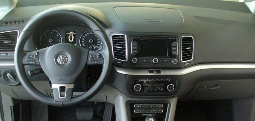 Innenraum von einem VW Sharan