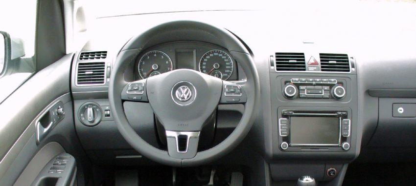 Fahrerseite von einem VW Touran