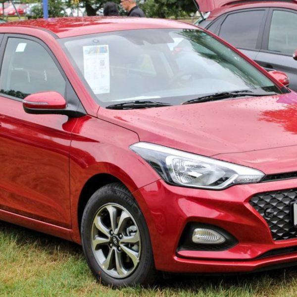 Frontansicht Roter Hyundai i20 Baujahr 2018