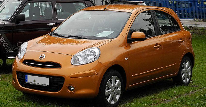 Orangener Nissan Micra K13 Frontansicht