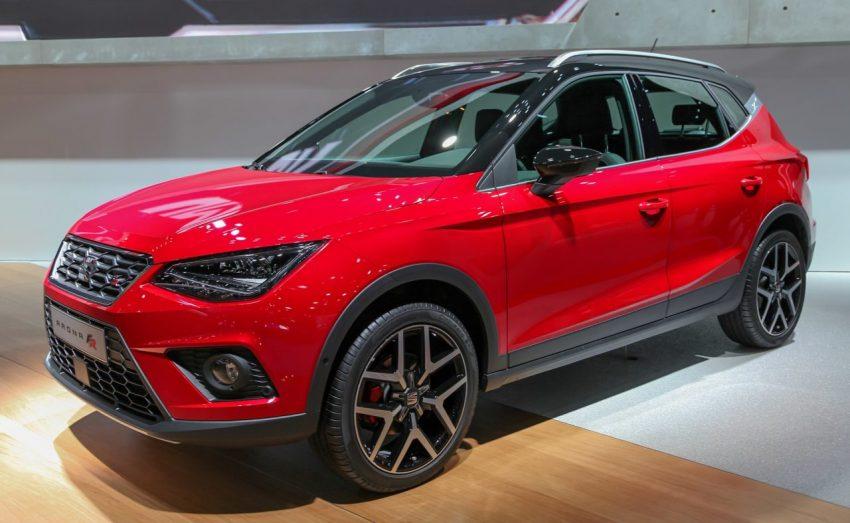 Frontansicht Roter Seat Arona FR mit Schwarzem Dach
