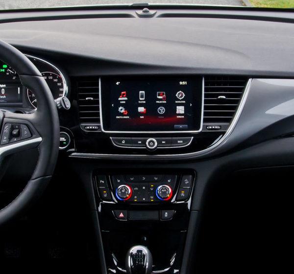 Schwarzer Cockpit Opel Mokka