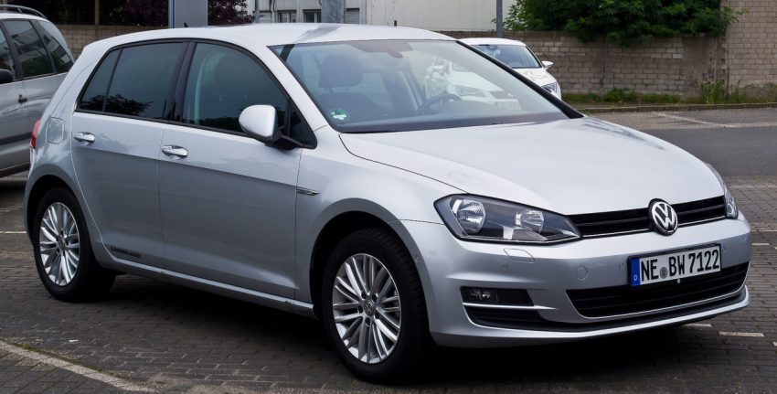 Silberner VW Golf 7 Frontansicht