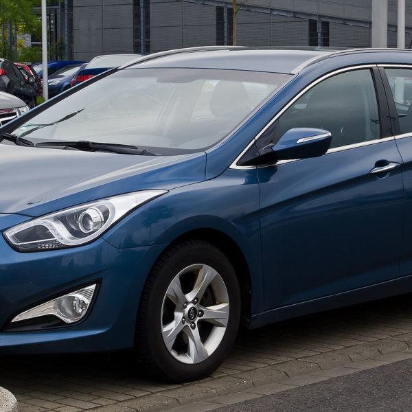 Frontansicht Blauer Hyundai i40 cw