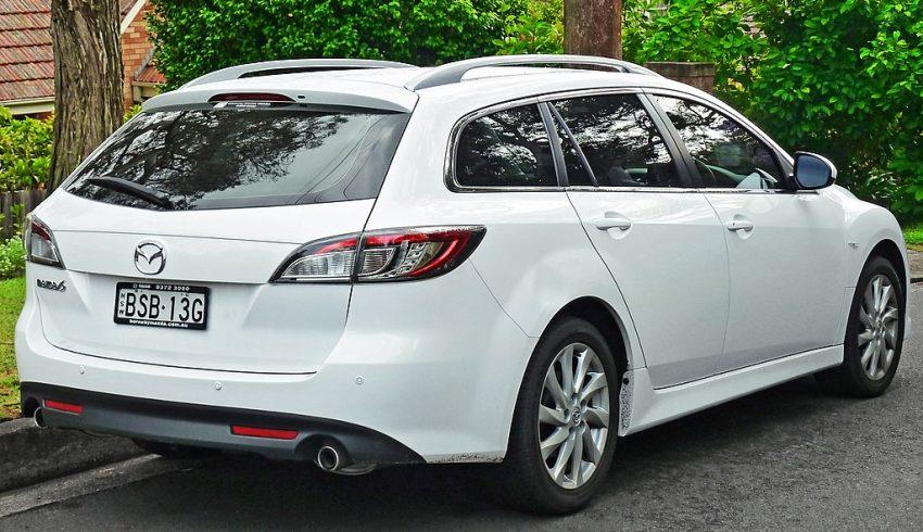 Heckansicht Weißer Mazda 6 Kombi