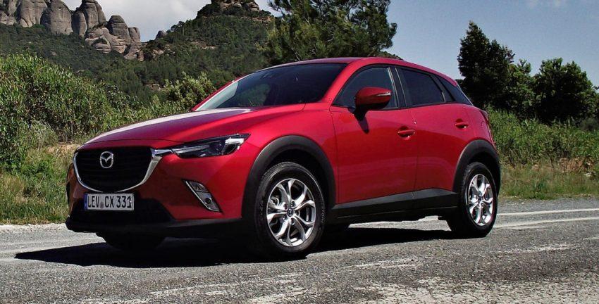 Frontansicht Roter Mazda CW 3 mit Getönten Scheiben