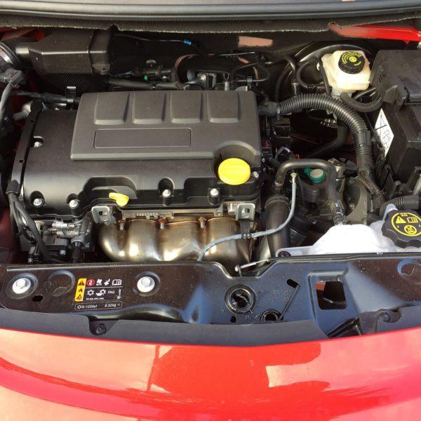 Motorraum Opel Corsa E