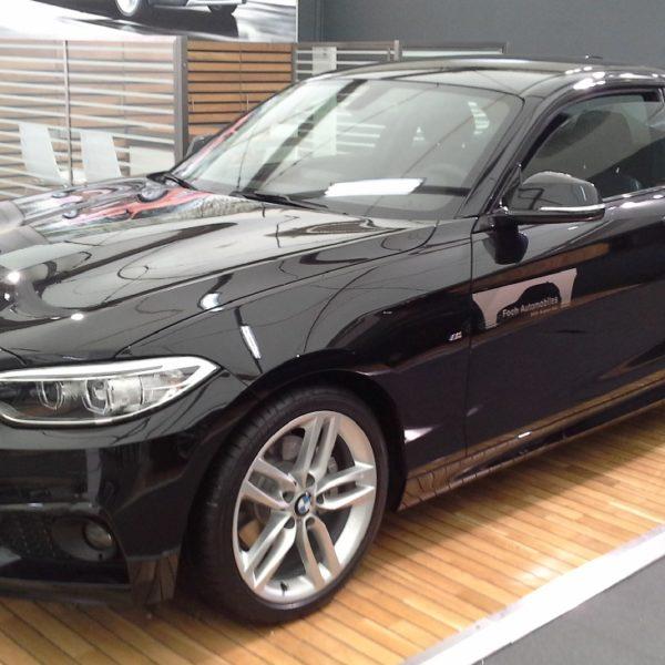 Seitenansicht Schwarzer BMW 2er 2 Türer