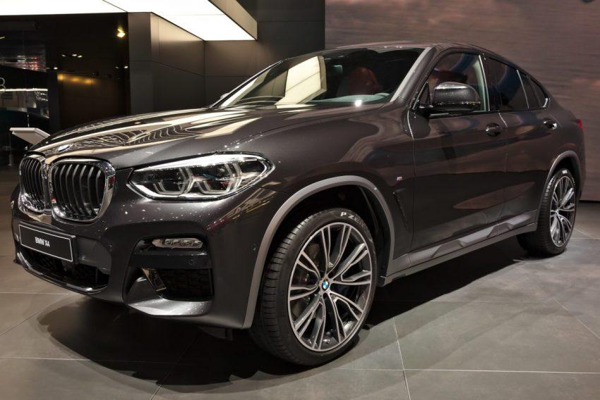 Frontansicht Grauer BMW X4 mit LED Lichter