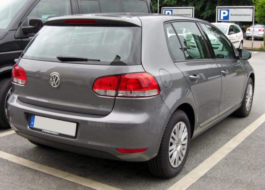 Heckansicht Grauer VW Golf 6