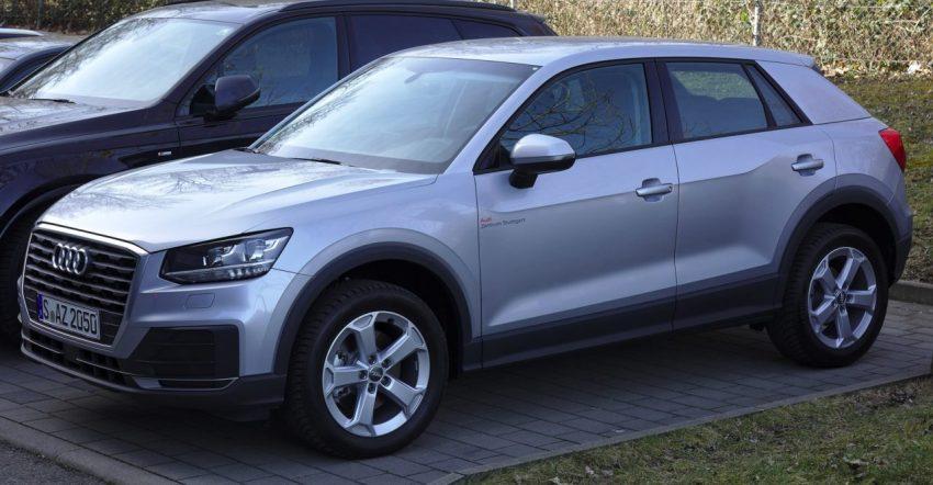 Silberner Audi Q2 Seitenansicht