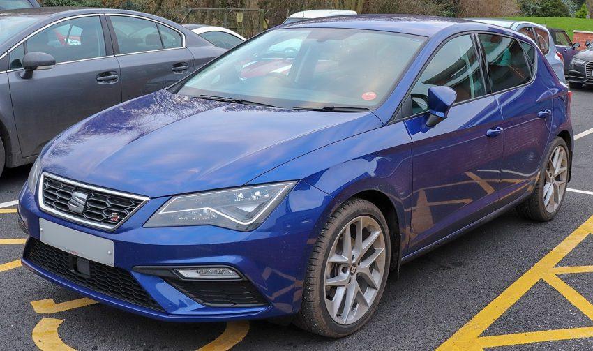 Blauer Seat Leon TSI Facelift mit LED Lichter Frontansicht