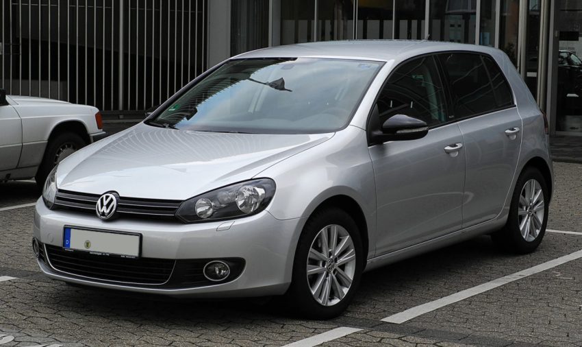 Frontansicht Silberner VW Golf 6 TDI Style