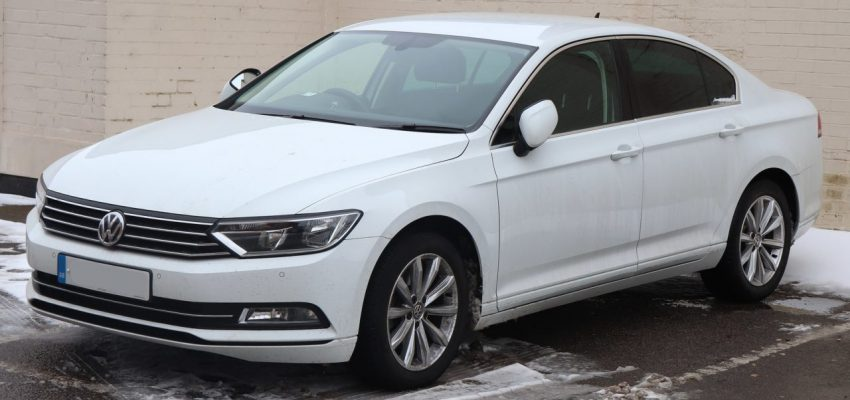 Frontansicht Weißer VW Passat B8