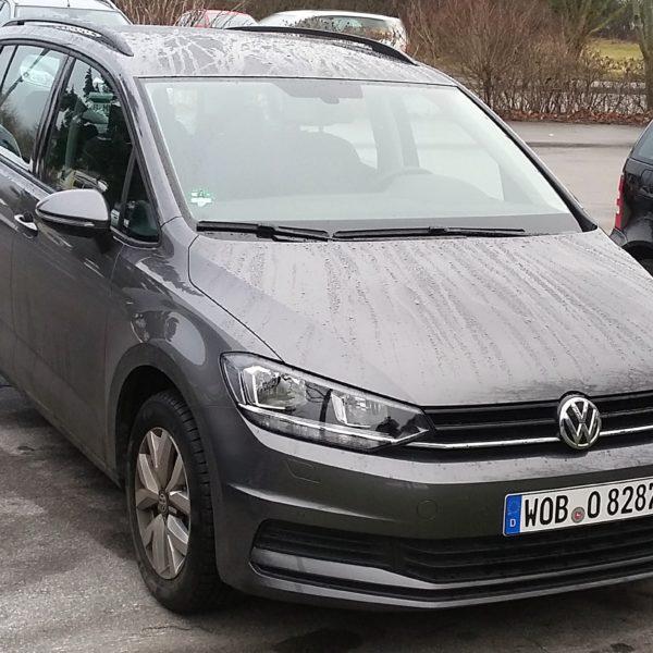 Grauer VW Touran 2 Frontansicht