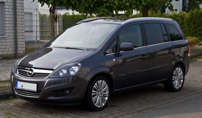 Frontansicht Grauer Opel Zafira B