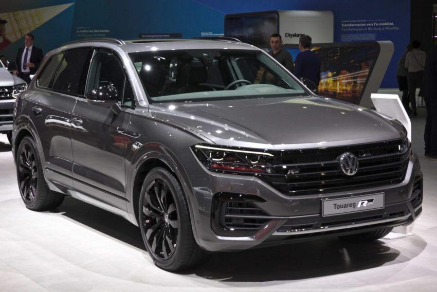 Grauer VW Tourareg 3 R Line mit LED Lichtern Frontansicht
