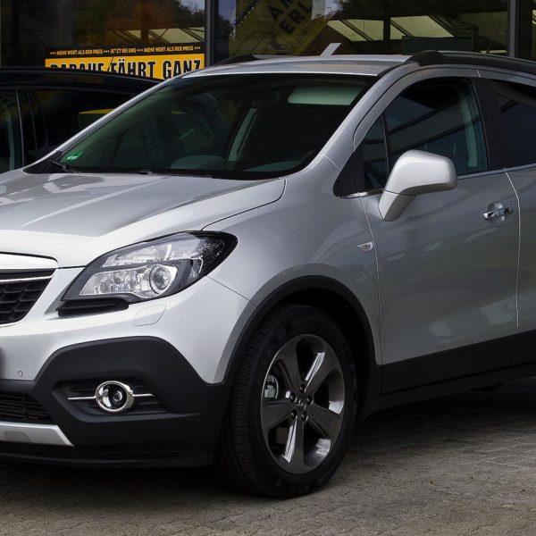Frontansicht Silberner Opel Mokka 1.4 Turbo