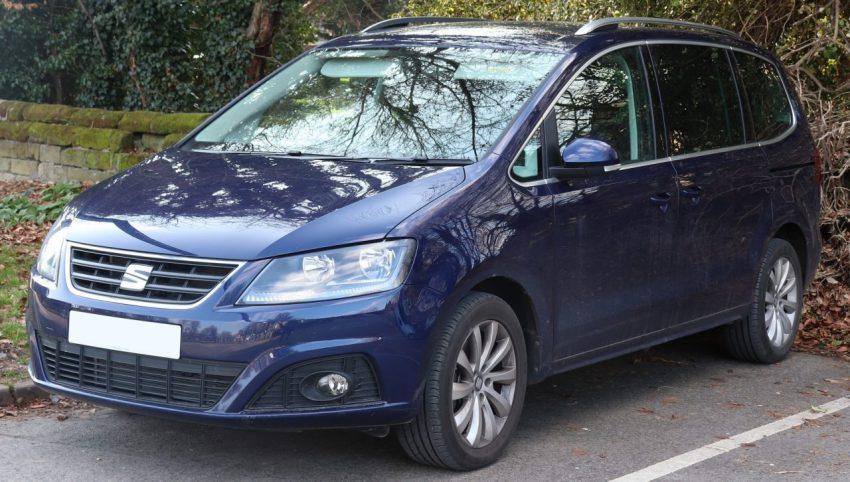 Frontansicht Blauer Seat Alhambra 1.4 TSI
