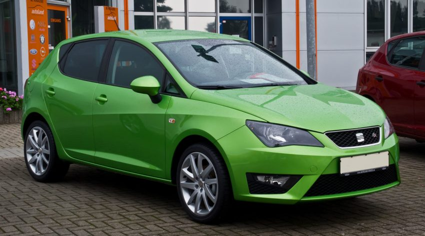 Frontansicht Grüner Seat Ibiza 1.2 TSI