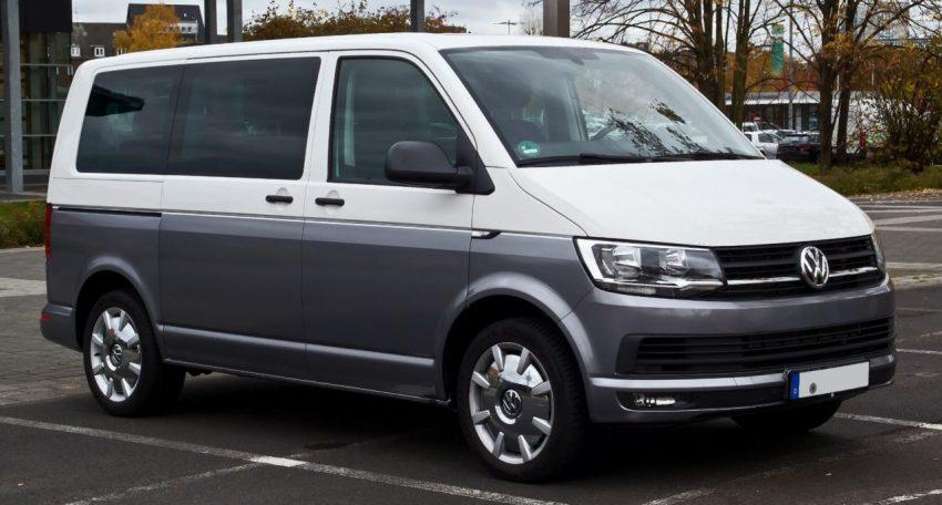 Frontansicht Weiß Grauer VW Multivan 2.0 TDI