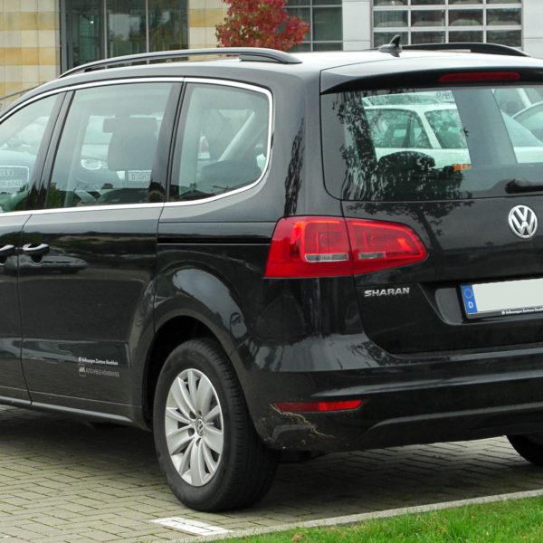 Schwarzer VW Sharan II 2.0 TDI Diesel Heckansicht