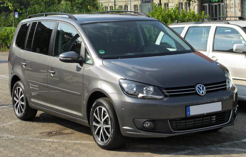 Frontansicht Grauer VW Touran 2 Facelift