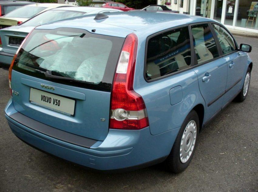 Heckansicht Blauer Volvo V50 1.2