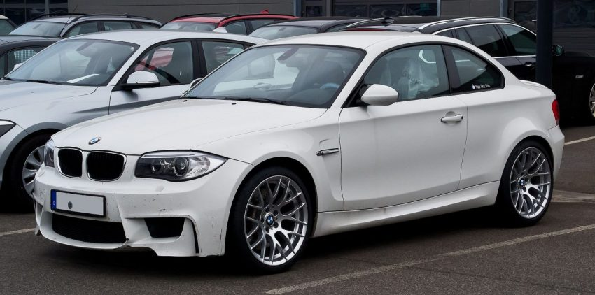 Frontansicht Weißer BMW 1er Coupe E82
