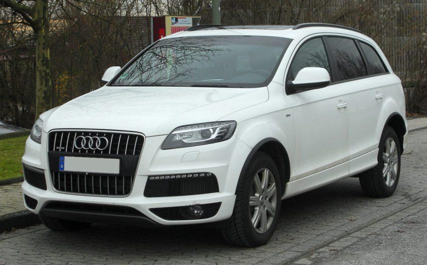 Frontansicht Weißer Audi Q7 mit Getönten Scheiben
