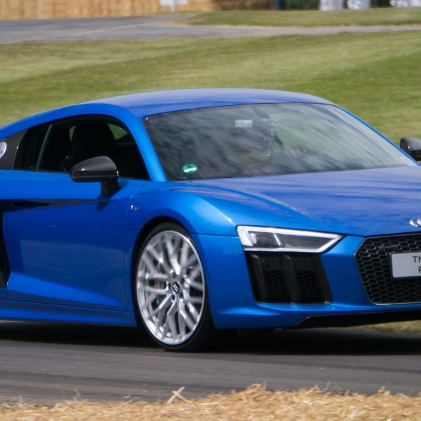 Frontansicht Blauer Audi R8 Coupe 5.2 FSI Quattro