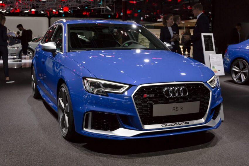 Frontansicht Blauer Audi RS3 Quattro mit LED Scheinwerfer