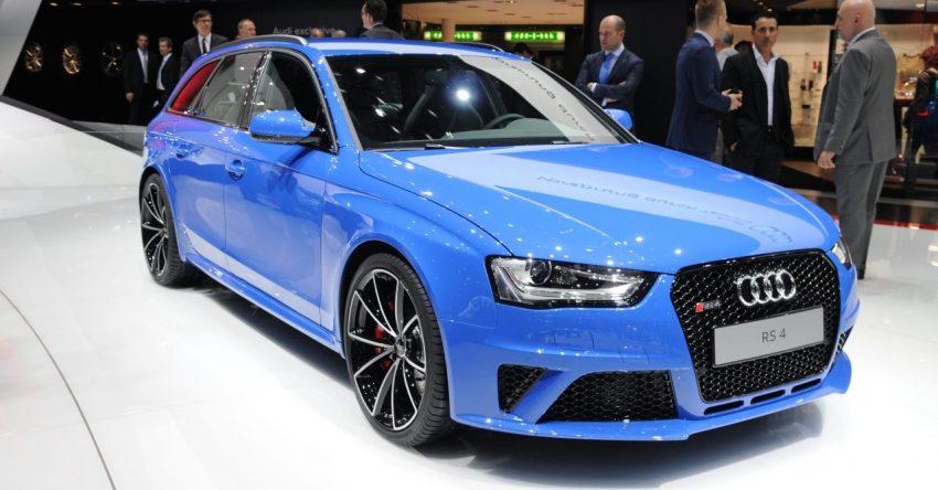Frontansicht Blauer Audi RS4 Avant