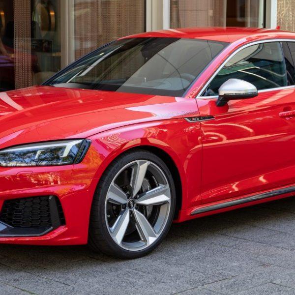 Roter Audi RS5 Quattro Seitenansicht