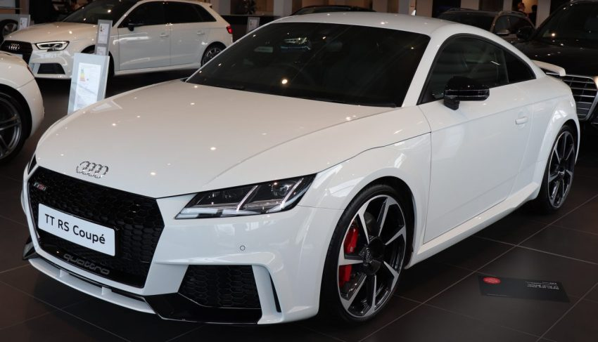 Weißer Audi TT RS Quattro Coupe Frontansicht