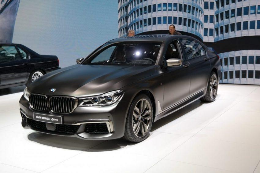 Schwarz Matter BMW 7er Frontansicht