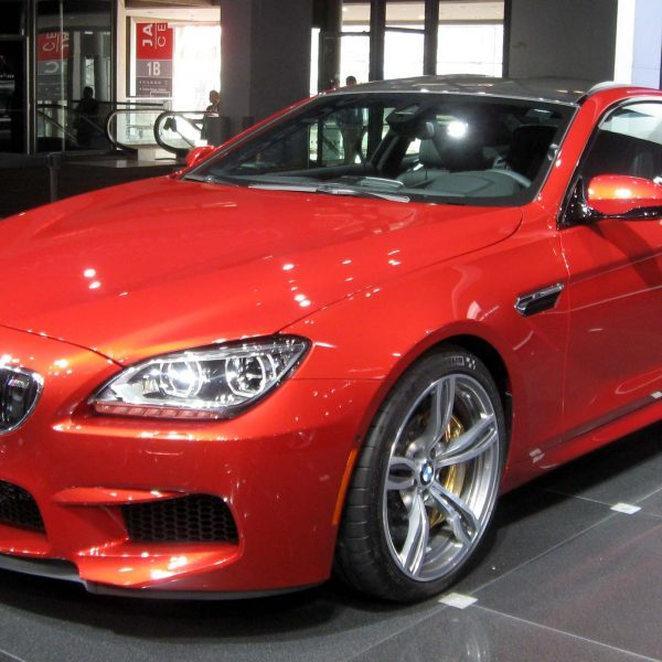 Frontansicht Roter BMW M6