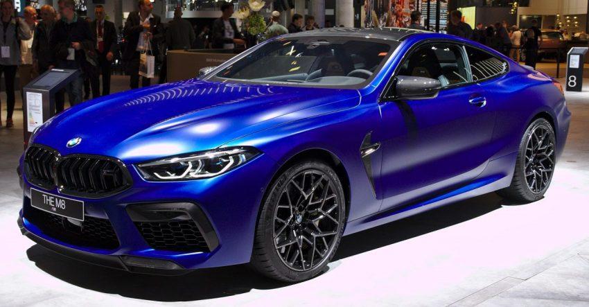 Seitenansicht Blauer BMW M8 mit LED Scheinwerfer