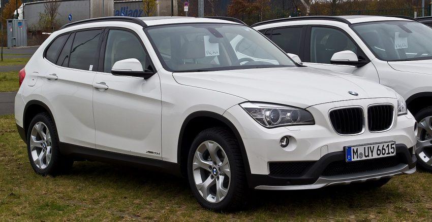 Seitenansicht Weißer BMW X1 E84 Facelift