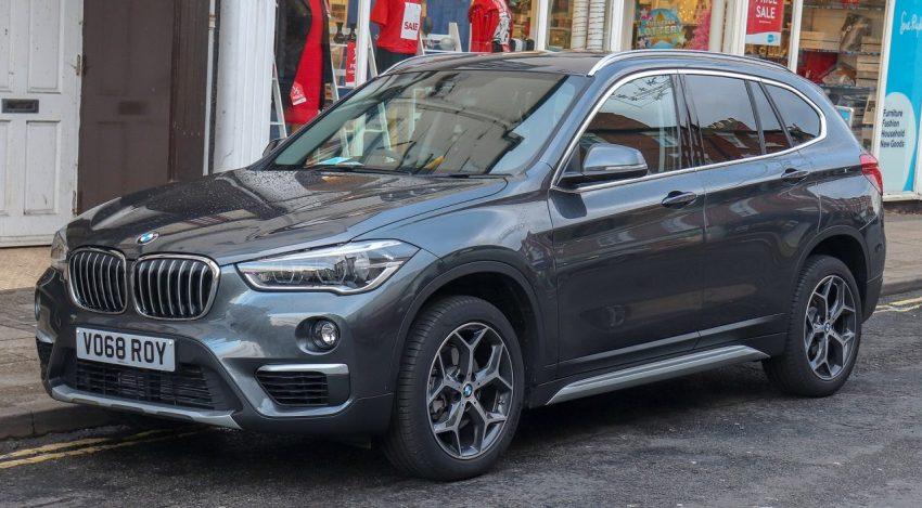 Seitenansicht Schwarzer BMW X1