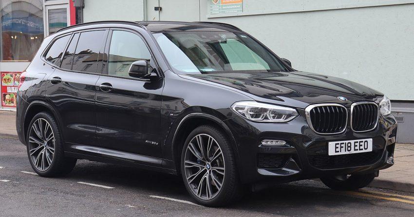 Seitenansicht Schwarzer BMW X3 30d M Sport