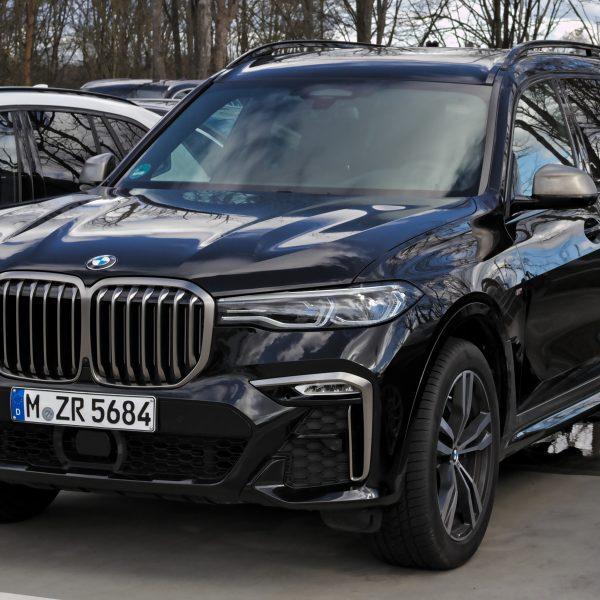 Frontansicht Schwarzer BMW X7