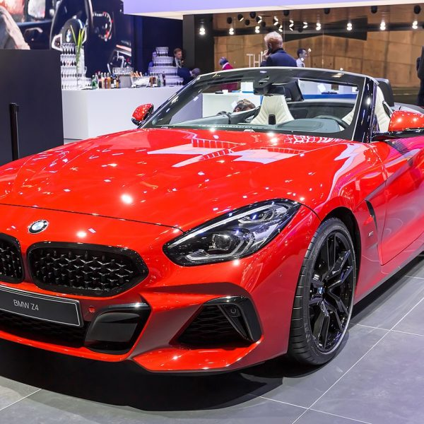 Frontansicht Roter BMW Z4 Cabrio