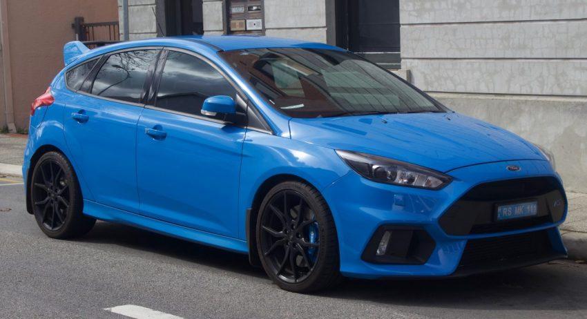 Getunter Blauer Ford Focus RS Seitenansicht