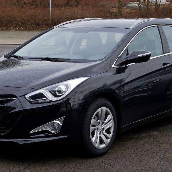Schwarzer Hyundai i40 1.7 CRDI Seitenansicht