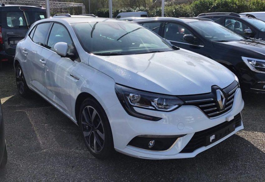 Frontansicht Weißer Renault Megane