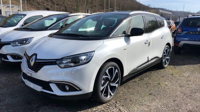 Frontansicht Weißer Renault Scenic