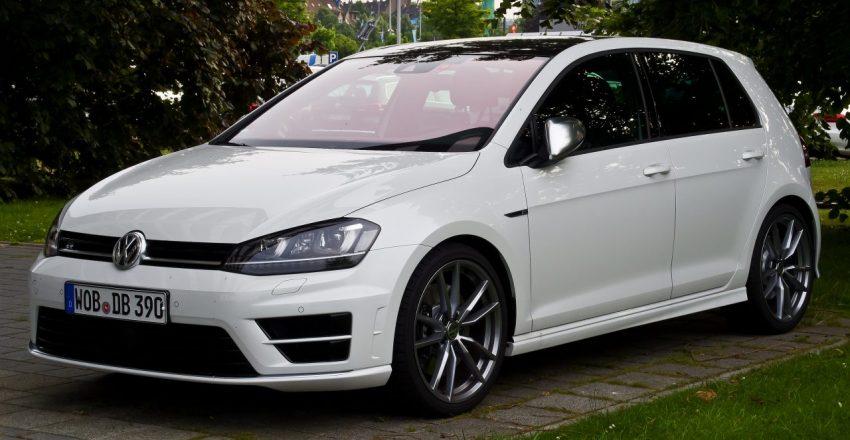 Weißer VW Golf 7 R Frontansicht