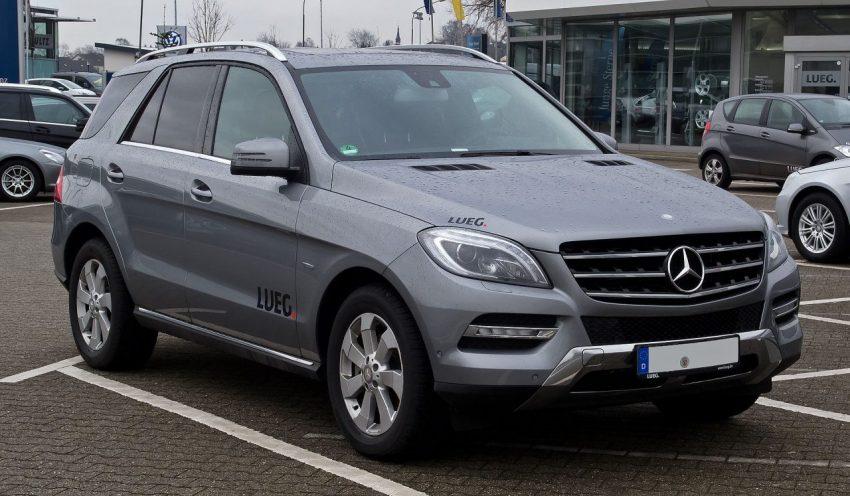 Grauer Mercedes Benz M Klasse Frontansicht